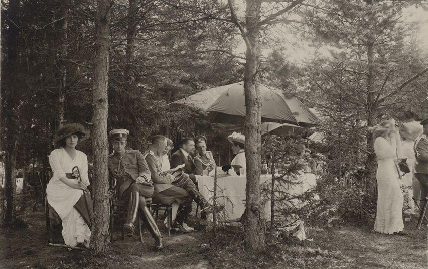 На пикнике. Фото с сайта livejournal.com