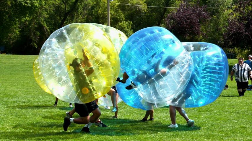 Бампербол (футбол в шарах). Фото с сайта 7hd.com