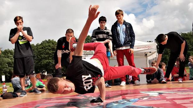 Танцевальный батл. Фото с сайта mir-todes.ru