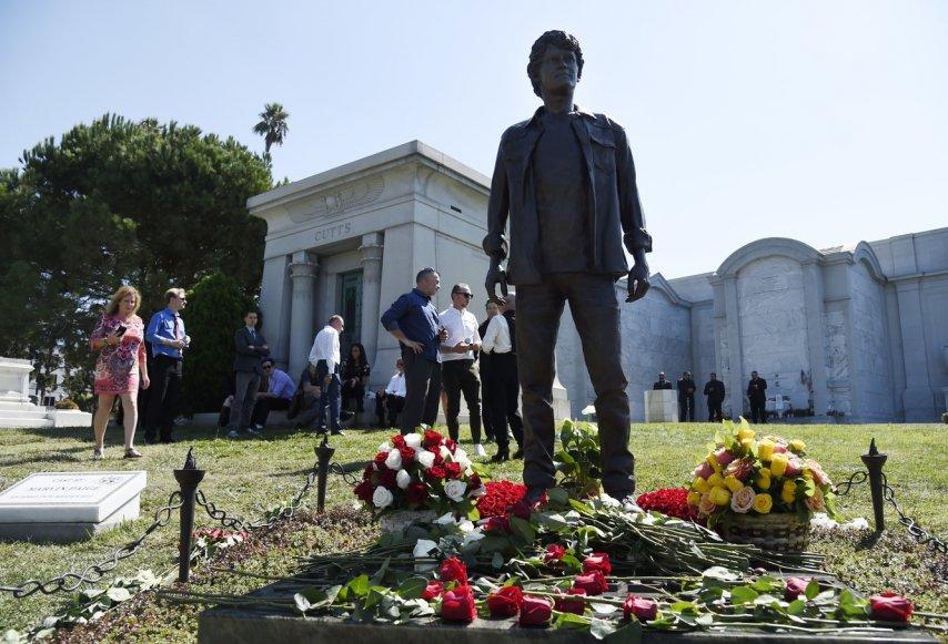 Памятник Ельчину. Фото с сайта afisha.a42.ru