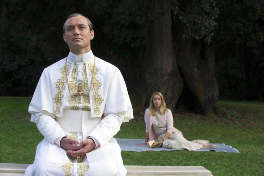 Кадр из фильма «Молодой папа»