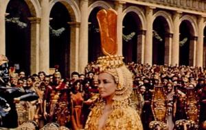 И она же на Элизабет Тейлор. Фото с сайта Kinopoisk.ru