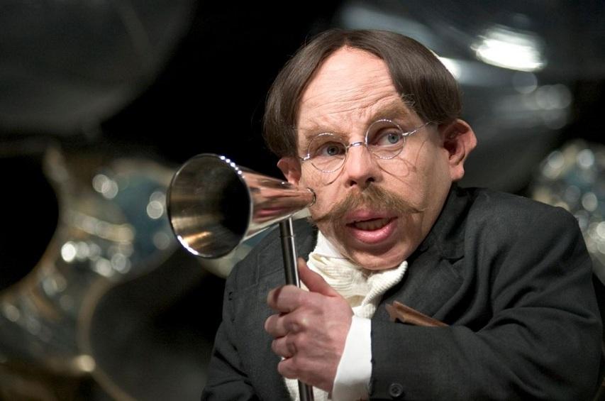 Дэвис Уорик в образе профессора Флитвика. Кадр из серии фильмов о Гарри Поттере