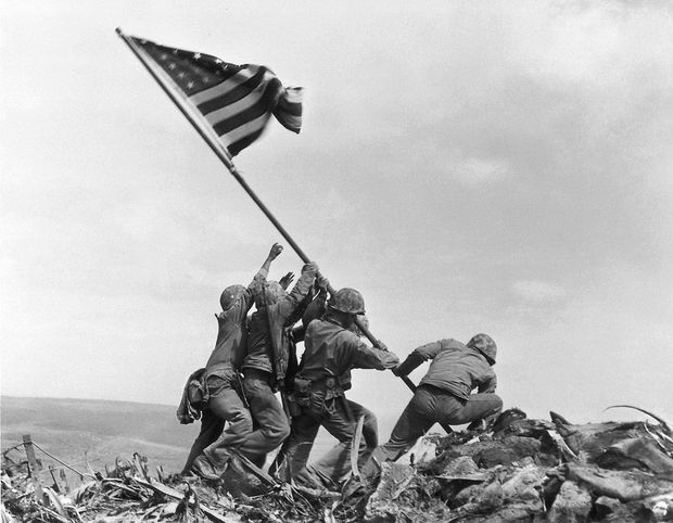 Джо Розенталь. Водружение флага над Иводзимой. 23 февраля 1945