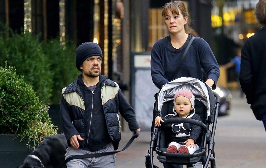 Питер Динклэйдж с семьей. Фото с сайта fotos.caras.uol.com.br