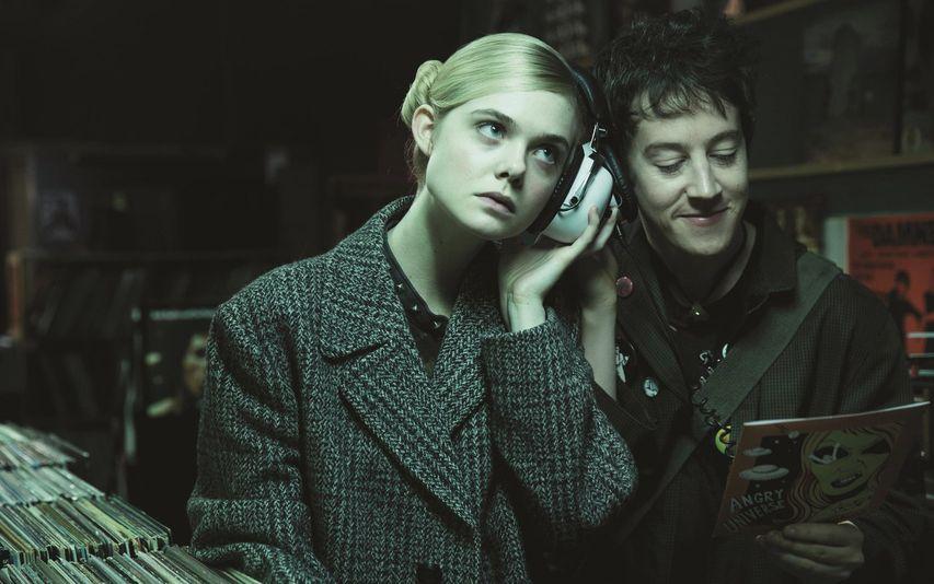 Кадр из фильма «Как разговаривать с девушками на вечеринке»