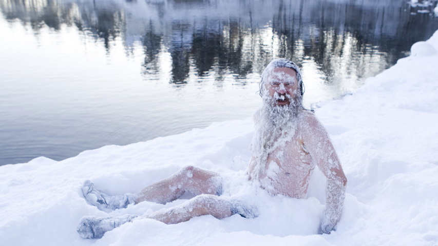 Человек в снегу зимой. Фото с сайта reddit.com