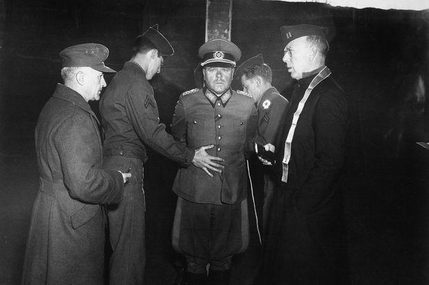 Немецкий генерал А. Достлер перед расстрелом. 1 декабря 1945