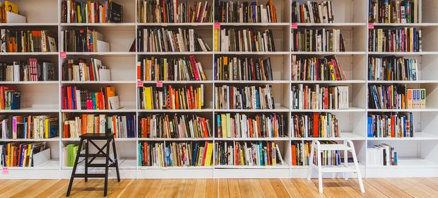 Книги. Фото с сайта artguide.com