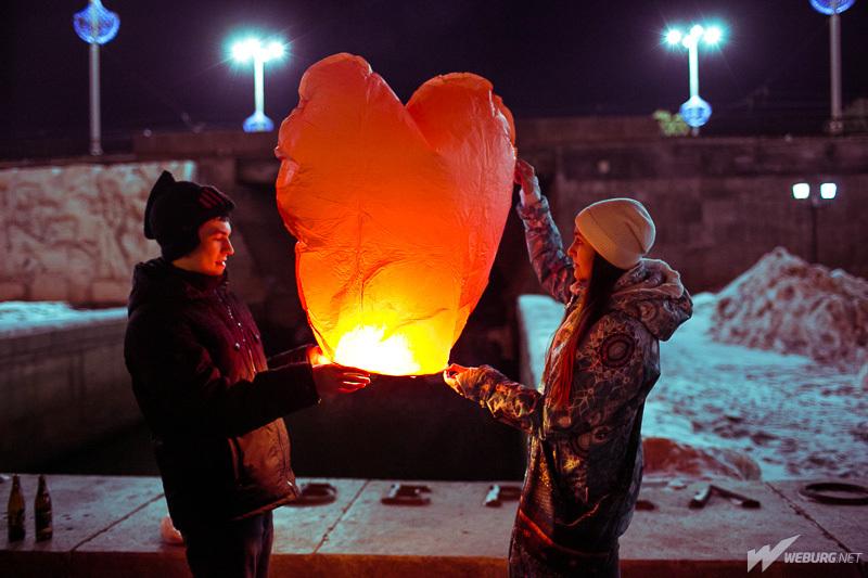 В честь дня всех влюбленных в Екатеринбурге на Плотинке состоялся