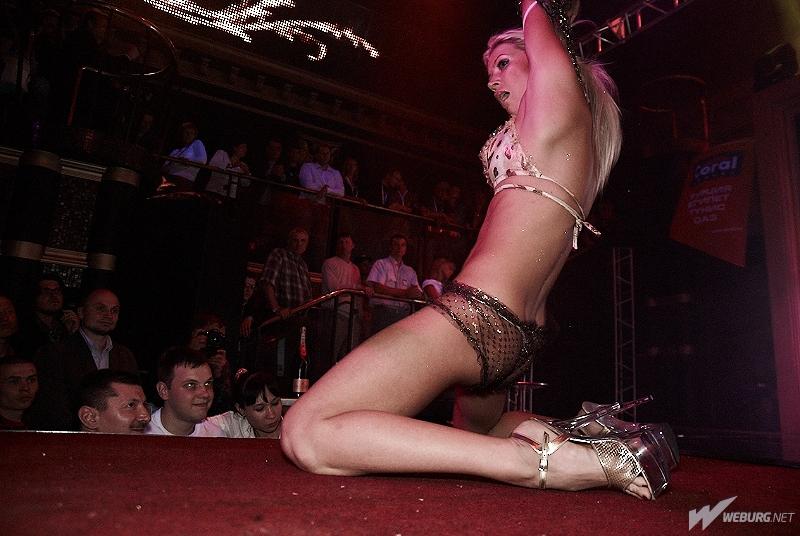 foto-striptiza-zheni