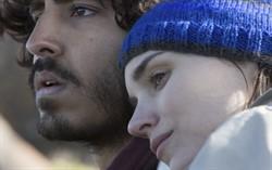 Кадр из фильма Лев