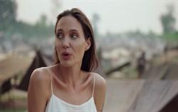 Джоли при работе над фильмом Сначала они убили моего отца