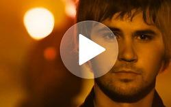 Кадр из клипа Васи Обломова «Ритмы окон»