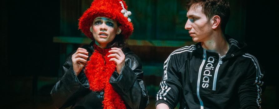 Фото со спектакля Хабибулин едет из Владивостока в Калининград к Зое предоставлено организаторами