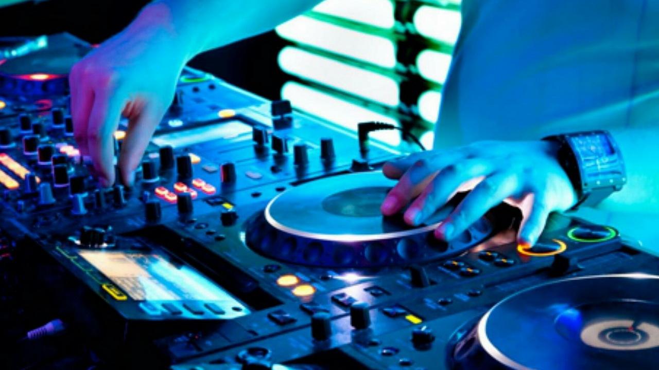 Лекция «Музыкальная индустрия Гамбурга». Фото с сайта thepartyenhancer.com