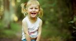 Фото со смеющейся девочкой с сайта ivona.bigmir.net