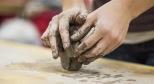 Фото с мастер-класса по работе с глиной с сайта hobiz.ru
