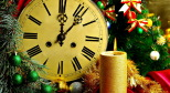 Фото с новогодней елью и часами с сайта mirkosmosa.ru