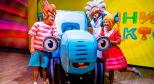 Фото со спектакля «Синий трактор» с сайта aquamarin-art.ru