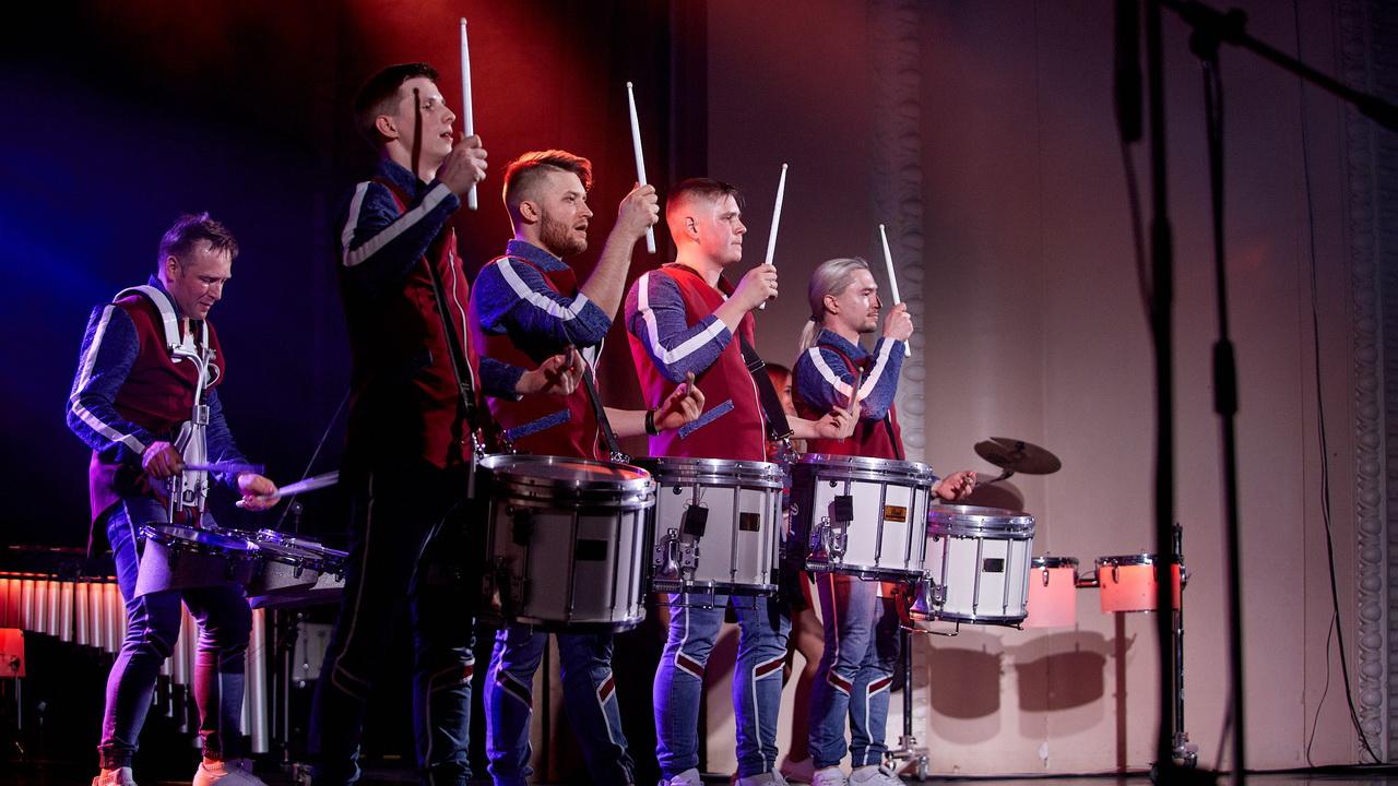 Фото с барабанщиками с сайта vk.com