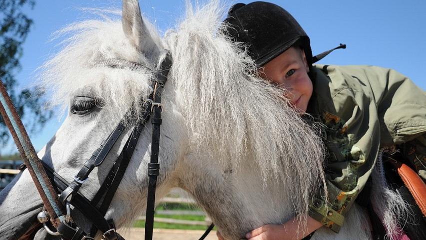 Верхом на лошади. Фото с сайта gogo.club