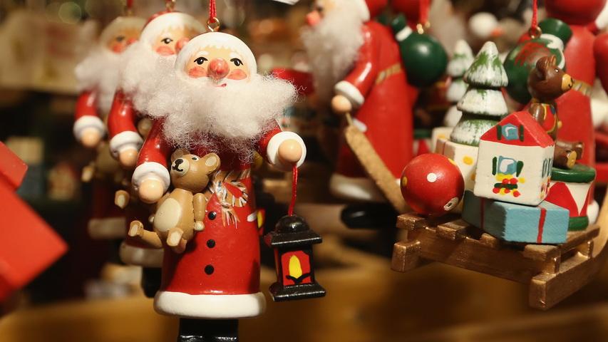 Елочные игрушки. Фото сс айта theoutlook.com.ua
