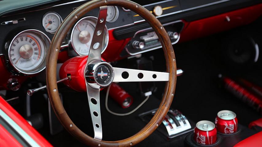 Легендарные американские автомобили 50х-70х. Фото с сайта livejournal.com