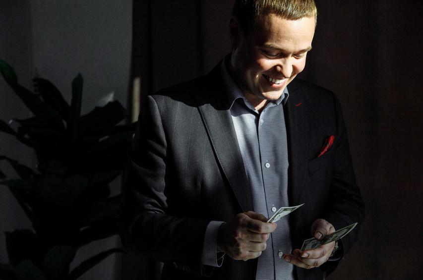 Тренер Клуба миллионеров Владимир Гуров поделится с вами формулой богатства. Запись на бесплатный семинар открыта.
