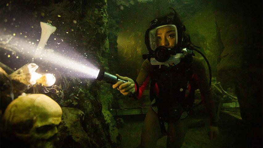 Кадр из фильма «Синяя бездна 2»