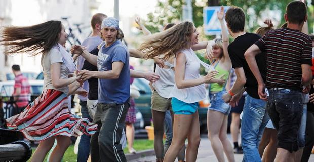 Танцы. Фото с сайта photocentra.ru