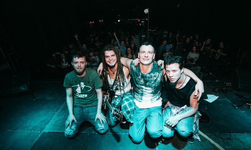 Антон с группой