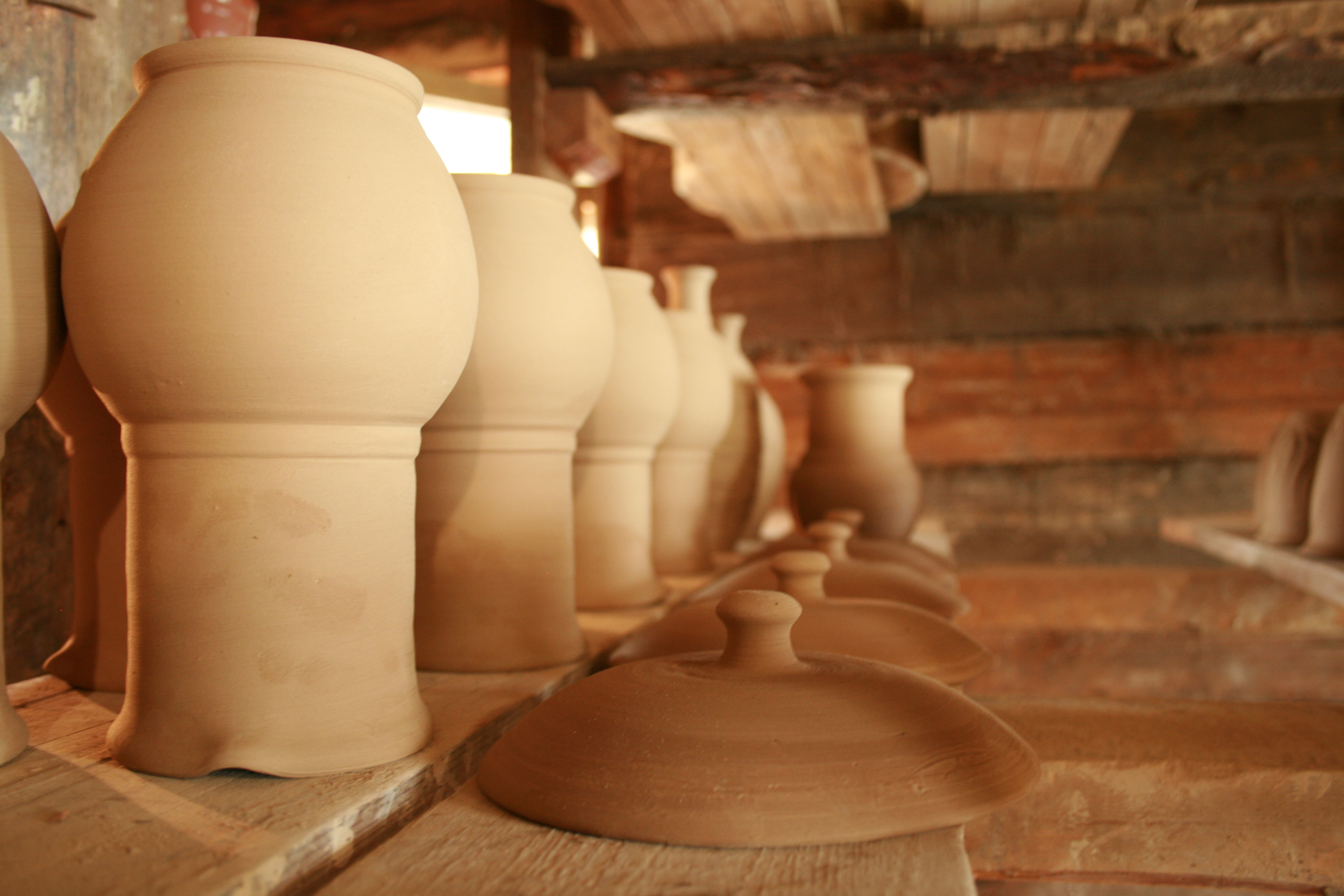 Гончарная мастерская в Нижних Таволгах. Фото автора