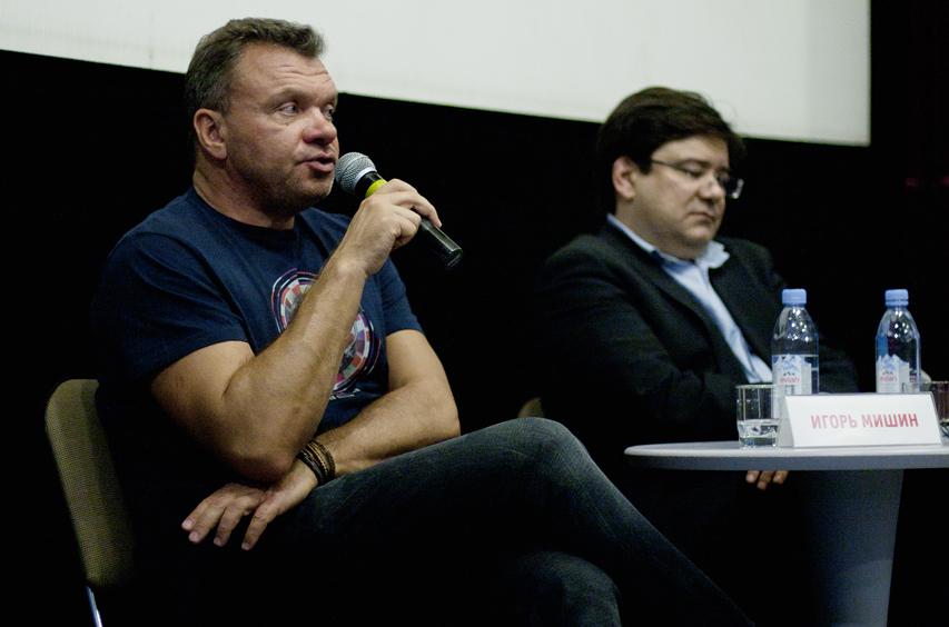 Продюсер Игорь Мишин на пресс-конференции в «Доме Кино». Фото — Алена Комарова @ Weburg.net