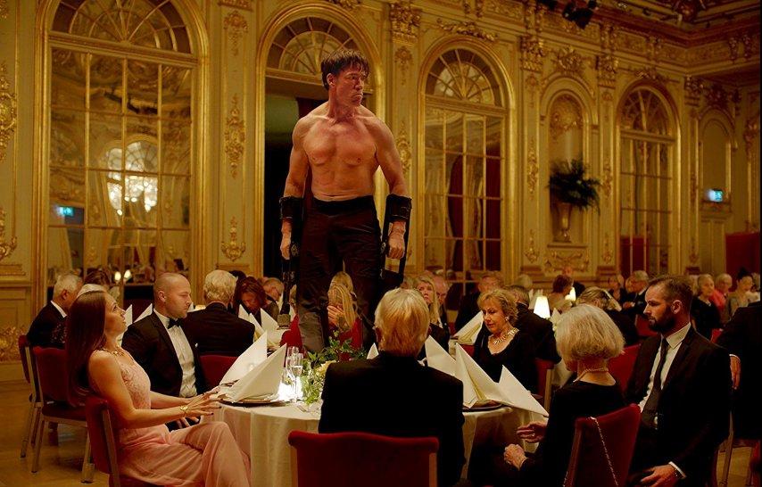 Кадр из фильма «Квадрат»