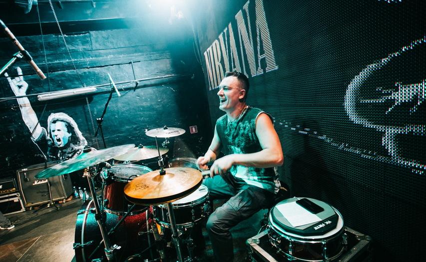 Антон на барабанах