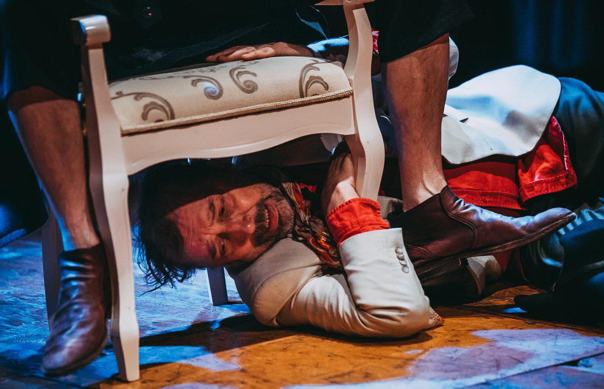 Фото со спектакля «Двенадцать стульев» предоставлено организаторами
