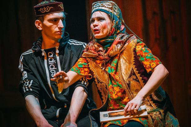 Фото со спектакля Хабибулин идет из Владивостока в Калининград к Зое предоставлено организаторами