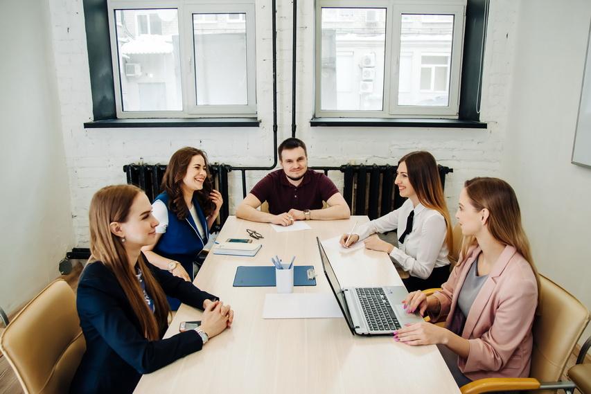 На welcome-тренингах в интерактивной форме рассказывают о проектах холдинга, возможностях, корпоративных мероприятиях, ценностях