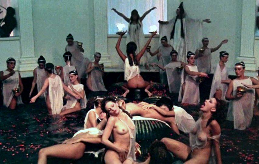 Кадр из фильма «Калигула»