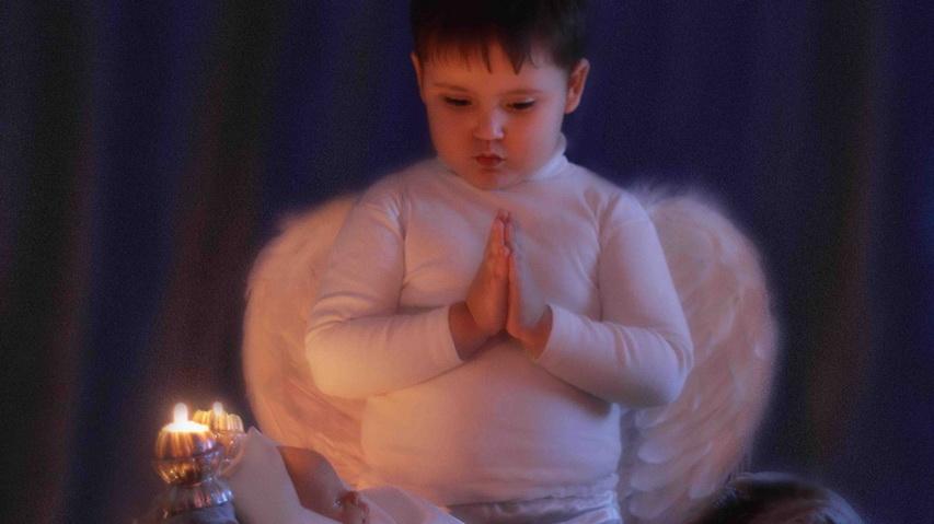 Молящийся мальчик. Фото с сайта club-nikon.ru