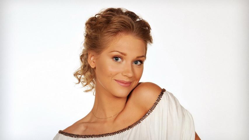 Актриса Кристина Асмус. Фото с сайта hq-wallpapers.ru