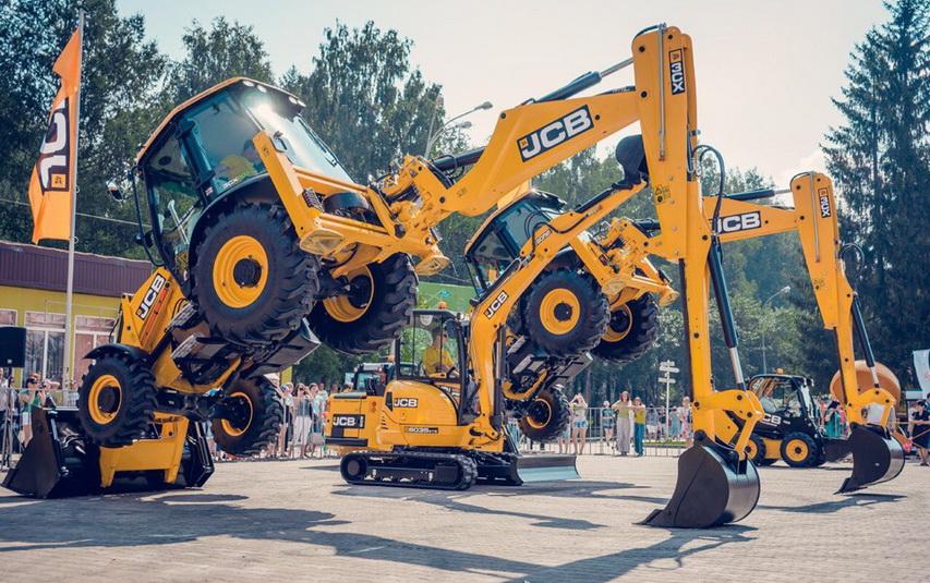 Танцующая строительная техника - любимая зрителями фишка Дня строителя в Екатеринбурге