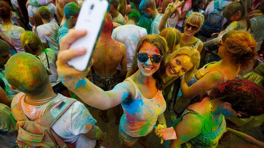 Фестиваль красок. Фото с сайта newsvl.ru