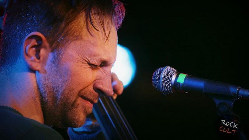 Билли Новик поет песни Егора Летова. Фото с сайта rockcult.ru