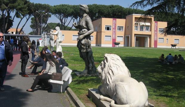 Вид на корпус музея киностудии. Фото (С) Weburg.net
