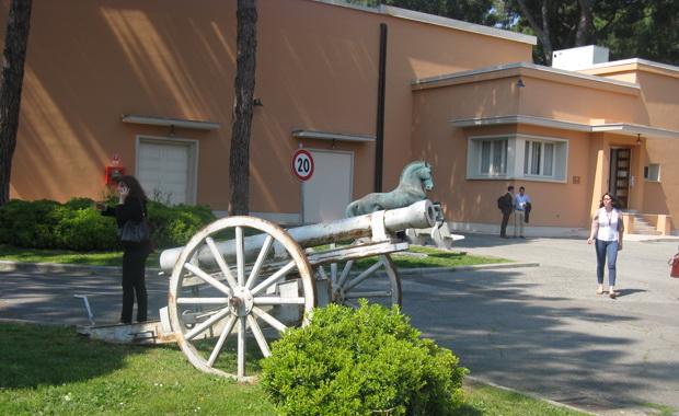 Пока работают киношники, пушки молчат. Фото (С) Weburg.net
