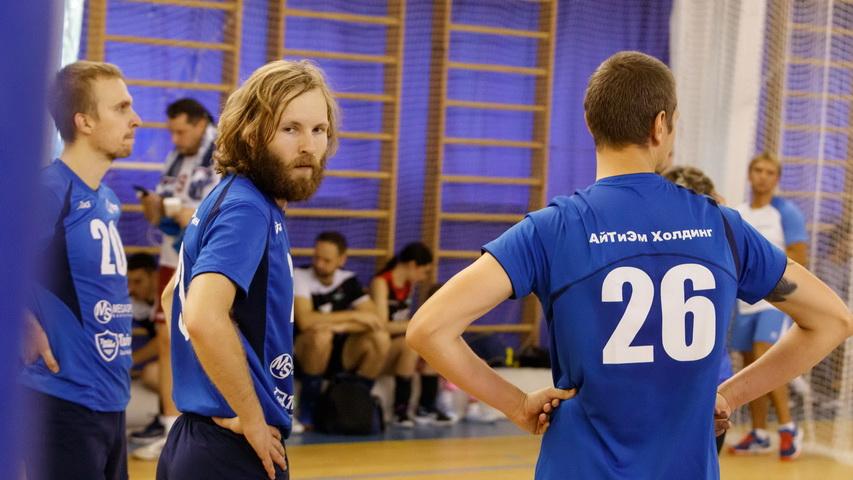 Волейбольная команда ITM Холдинга. Фото Weburg