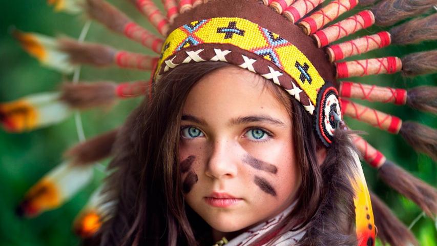 Девочка в образе индейца. Фото с сайта en.grandgames.net