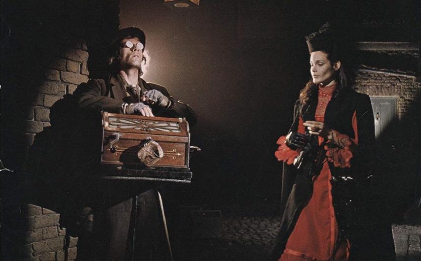 Кадр из фильма «Доктор Джекилл и сестра Хайд»